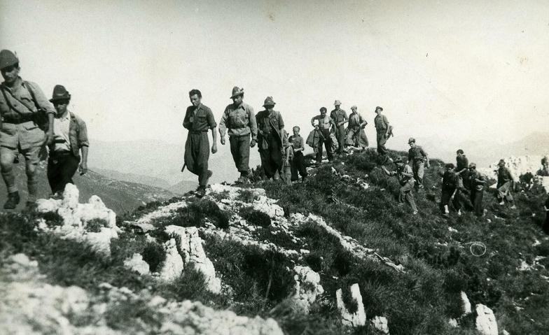 Partigiani in montagna (1945) © Archivio storico della Resistenza bresciana e dell'età contemporanea