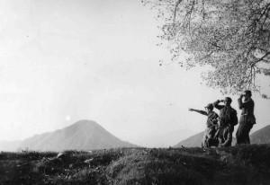 Uno sguardo verso la libertà (1945) © Archivio storico della Resistenza bresciana e dell'età contemporanea