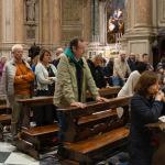 In attesa del Vescovo alla Chiesa della Pace