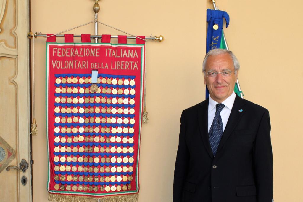Il Presidente FIVL, Francesco Tessarolo, col medagliedre della Federazione