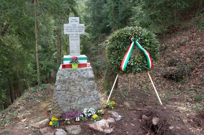 La croce che ricorda la morte di Emi